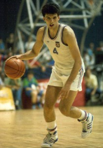 Dražen Petrović jugando para Yugoslavia