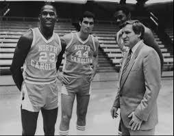 Dean Smith y Michael Jordan en la Universidad de Carolina del Norte