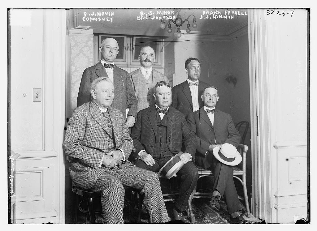 Los presidentes de los clubes de la Liga Americana, con Johnson en el centro